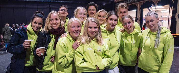 Tunnelmia avajaisista. Team Finland ja Team Denmark yhdessä