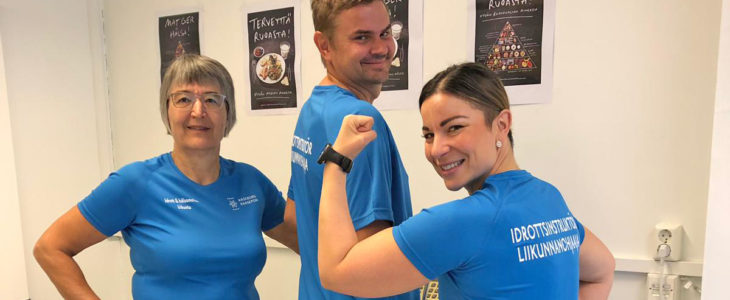 Liikunnanohjaajat valmiina edistämään kuntalaisten terveyttä. Kuvassa vasemmalta Lisbet Strandberg, Patrik Nyberg ja Julia Salmela.