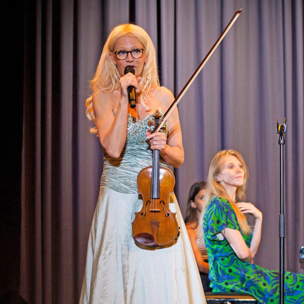 Viulisti Linda Lampenius ja pianisti Laura Mikkola soittivat mm. Griegin sonaatin viululle ja pianolle nro 3 C-molli yhdessä jo 22 vuotta sitten Washingtonissa – ja nyt uudestaan Hangossa!