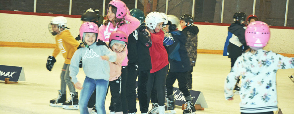 Ice Skating Tour valloitti Karjaan jäähallin