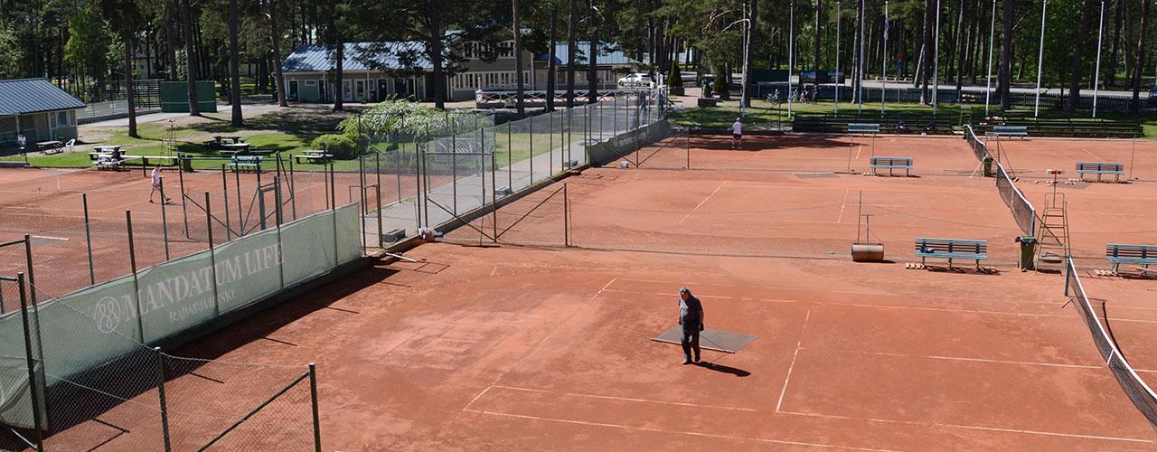 Tenniskesä lätkitään liikkeelle Hangosta