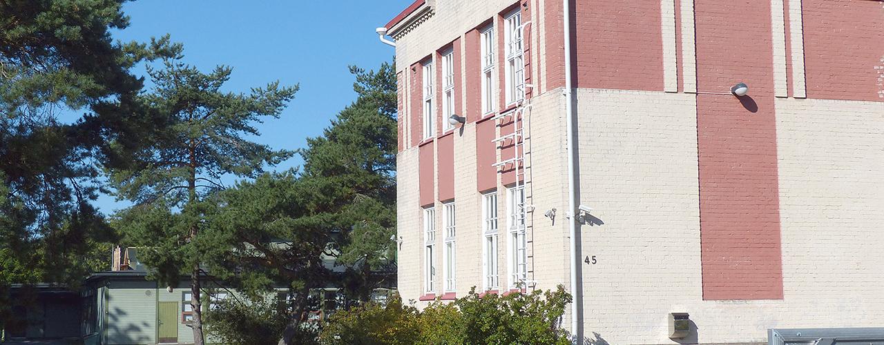 Keskuskoulun korjaustarve pysäytti, Hangon kouluille lisäaikaa
