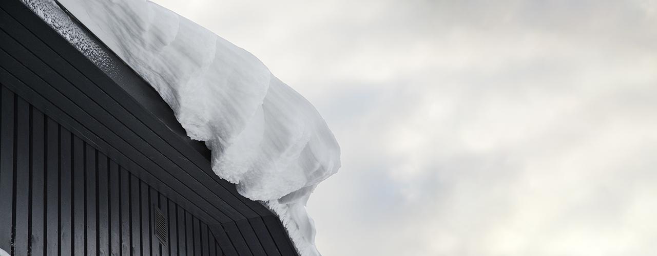 Viranomaiset kehottavat tarkkailemaan hallien kattoja