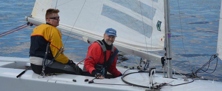 Jesper (vas.) ja Tom Sundman ovat tottuneet voittamaan Tammisaaren vesillä.
