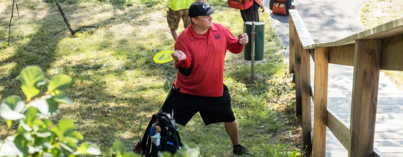 Frisbeegolf helmeilee hurmiossa