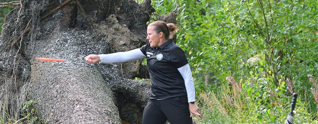 Tammisaarelaiskonkarit vedossa frisbeegolfissa