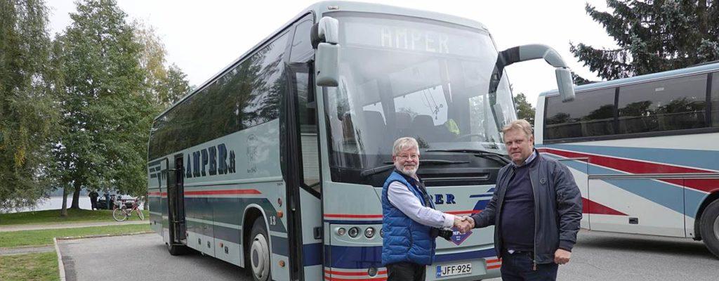 Amper lahjoitti alle 20-vuotiaan linja-auton museoon